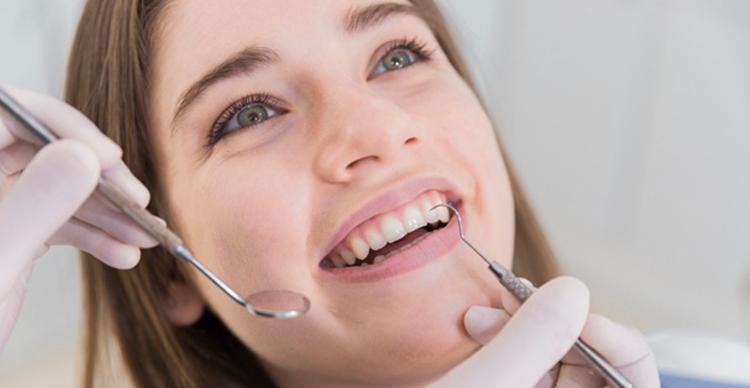 láthatatlan fogszabályzás komfortos viselet